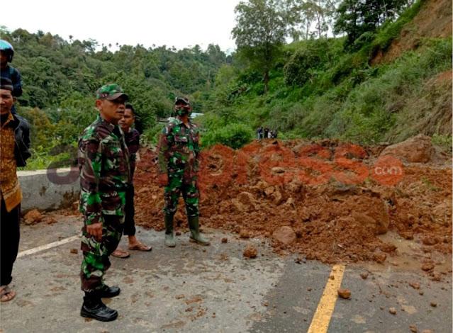 Jalan Lintas Bireun Kembali Longsor, TNI Bantu Amankan Lokasi