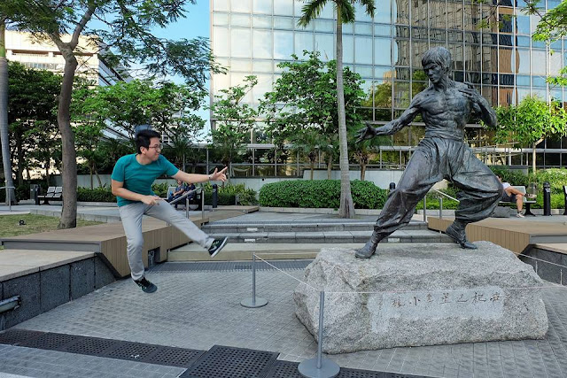 Renz Cheng with Bruce Lee Statue