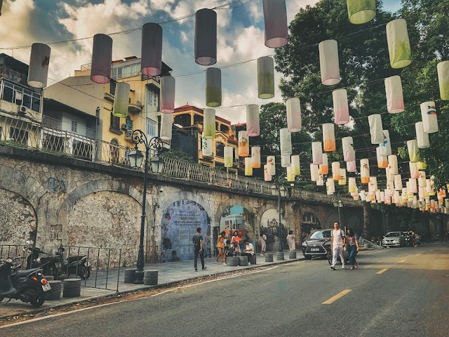 The road full of lanterns welcomes the Mid-Autumn Festival in the heart of Hanoi