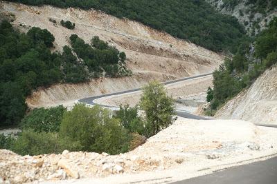 Η υλοποίηση της οδικής σύνδεσης Μεσοπόταμου – Παραμυθιάς, που θα ενώσει την Ε55 με την Εγνατία Οδό αποτελεί ένα διαρκές αίτημα του Δήμου Πάργας. Το έργο αυτό θα αποτελέσει ένα αναπτυξιακό άλμα για την περιοχή της Πάργας και ειδικότερα για την Δ.Ε. Φαναρίου, που θα αποκτήσει μια ασφαλή και γρήγορη πρόσβαση στην Εγνατία Οδό. Επιπλέον είναι προφανές ότι η σύνδεση αυτή θα οδηγήσει στον δραστικό περιορισμό των τροχαίων ατυχημάτων, που σε αρκετές περιπτώσεις καταλήγουν με την απώλεια συνανθρώπων μας.