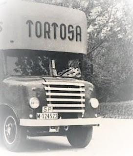 Antiguo camion de mudanzas de Tortosa