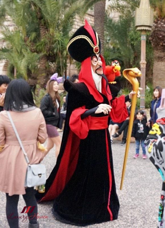 tokyo disneyland resort character greetings aladdin sorcerer jafar
