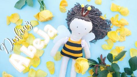 Disfraz de abeja de fieltro para muñeca