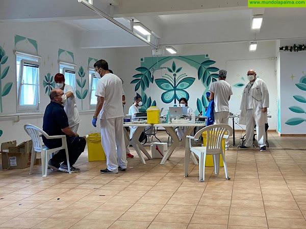 Más de 450 personas del Hospital de Dolores y la Residencia La Dehesa reciben la primera dosis de la vacuna contra la COVID-19