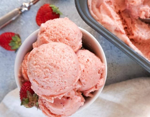 4-Ingredient Strawberry Banana Ice Cream #easy #dessert
