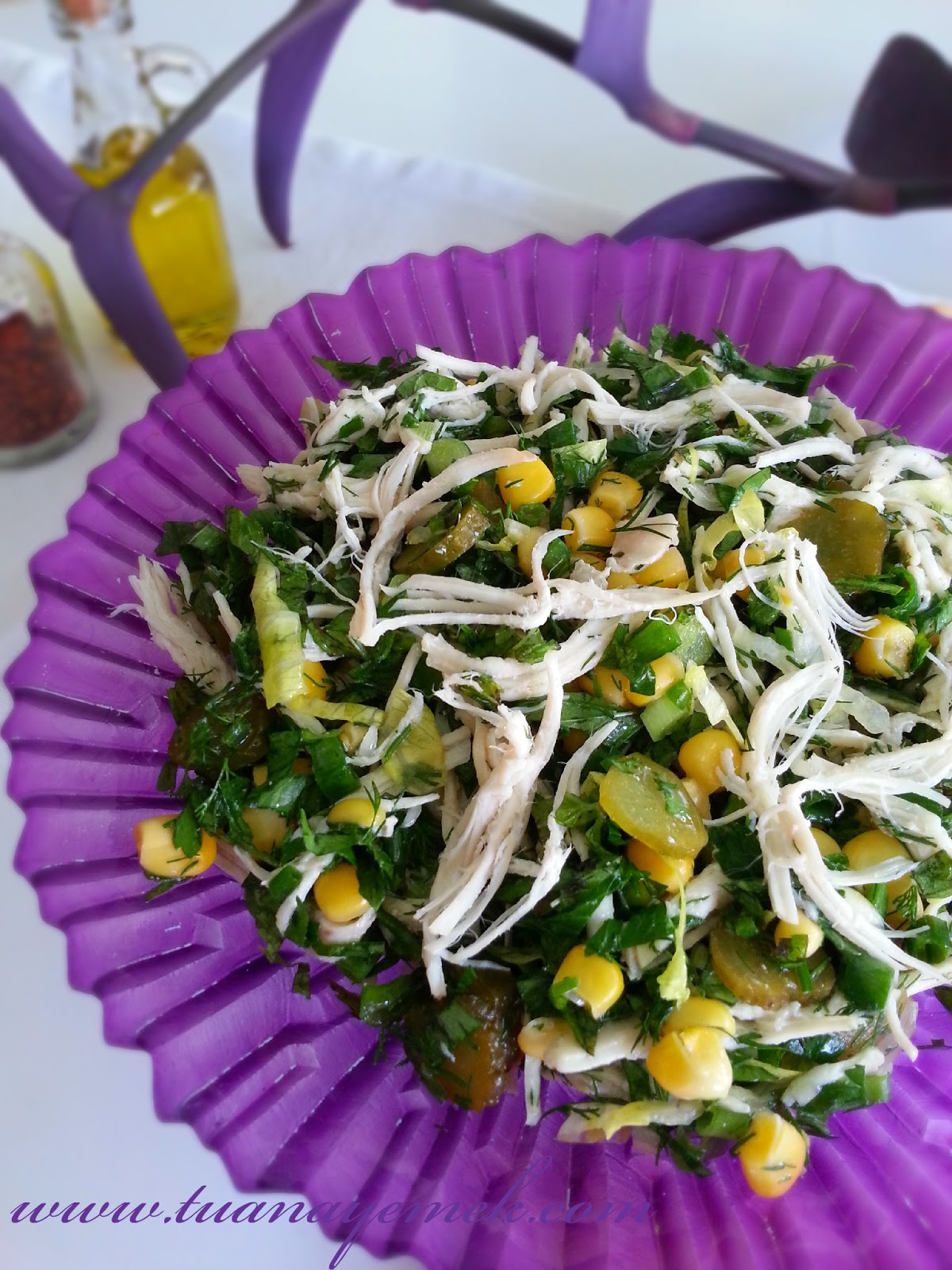 Çavdar Ekmeğinde Yoğurtlu Tavuk Salatası