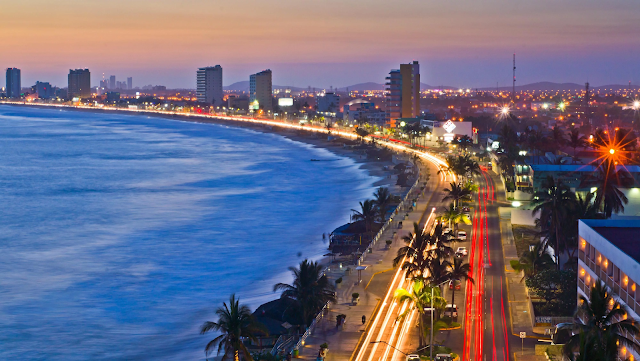 En 2001, el centro histórico de Mazatlán recibió el estatus de monumento del patrimonio nacional. Una vez estuvo habitada por inmigrantes franceses, alemanes, chinos, italianos y españoles infectados con la fiebre del oro de California