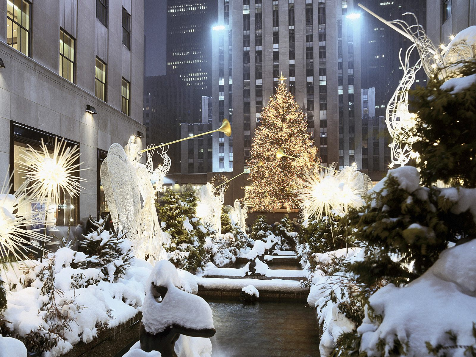 Traveler Guide: 10 Best Cities To Celebrate Christmas
