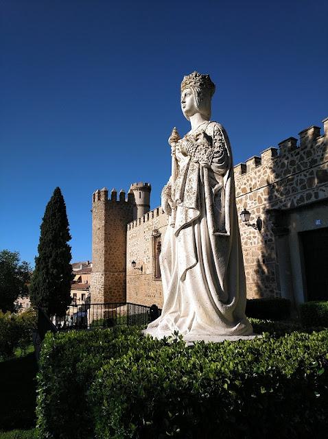 Toledo - Estatua de Isabel La Católica junto a la Puerta del Cambrón