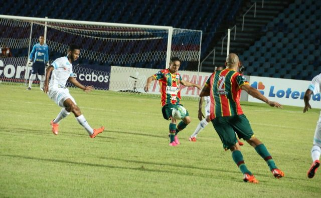 Sampaio sofreu derrota para o Avaí no Castelão (Foto: Elias Auê)
