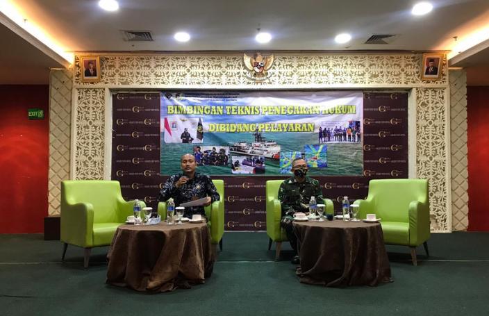 Kadiskum Lantamal IV Menjadi Narasumber dalam Kegiatan Bimtek Penegakan Hukum Bidang Pelayaran