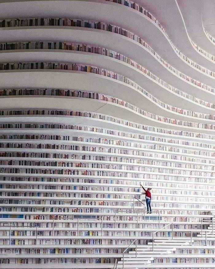 Library to Chinese Tianjin. If you don't believe your eyes, then you're doing it right: all the top shelves are just stickers.
