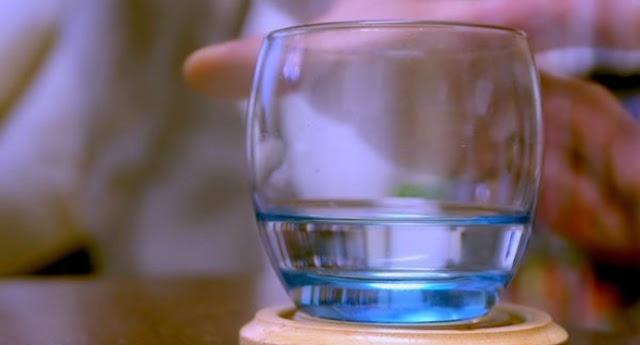 Petua awet muda : Amal minum air selepas bangun tidur tanpa gosok gigi, betul ke?