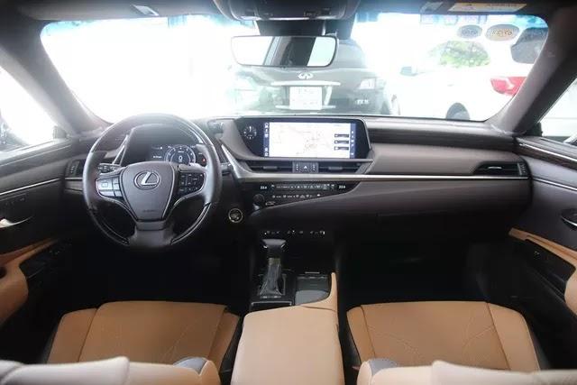 Hàng hiếm Lexus ES 250 2020 bán lại giá 2,5 tỷ đồng sau 1.300km kèm tiết lộ: Chủ xe là đại gia sưu tầm kín tiếng - Ảnh 3.
