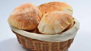 صناعة الخبز فى المنزل اثناء فترة الحجر المنزلى