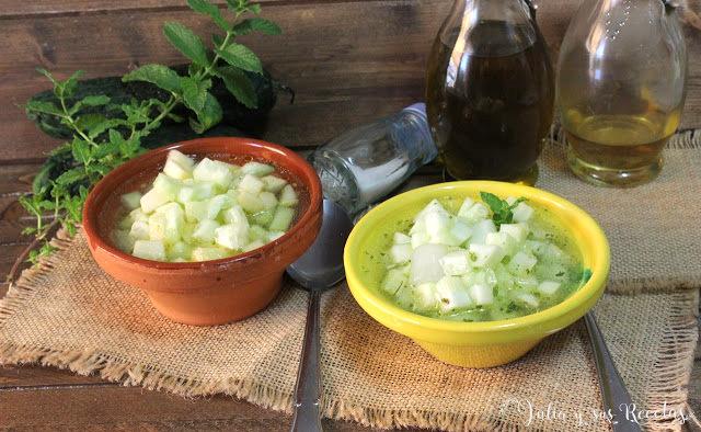 Gazpacho de pepino a la antigua, con manzana o hierbabuena seca. Julia y sus recetas
