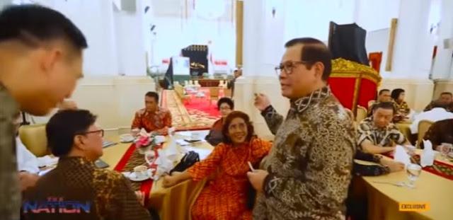 Cara Duduk Susi Pudjiastuti Bikin Jokowi dan Seluruh Menteri Gagal Fokus