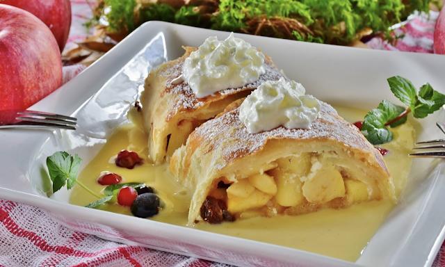 apple strudel pastry dish (dessert)