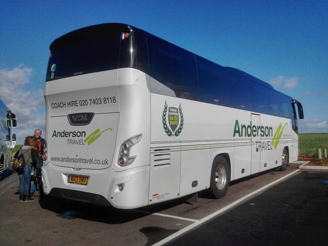 El equipo de pacoyverotravels a punto de subir al bus de Anderson Tours
