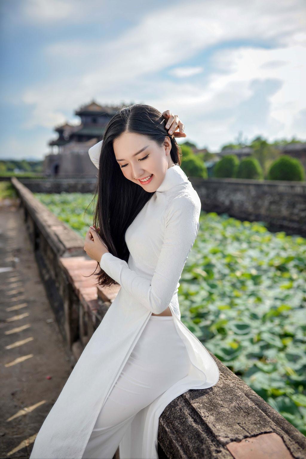 Hoa hậu Việt Nam 2016: Người đẹp xứ Huế nền nã với áo dài trắng @BaoBua: Duyên