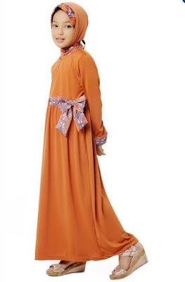 Baju anak perempuan muslim terusan dengan aksen pita