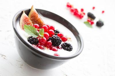 Yogurt dengan tambahan buah