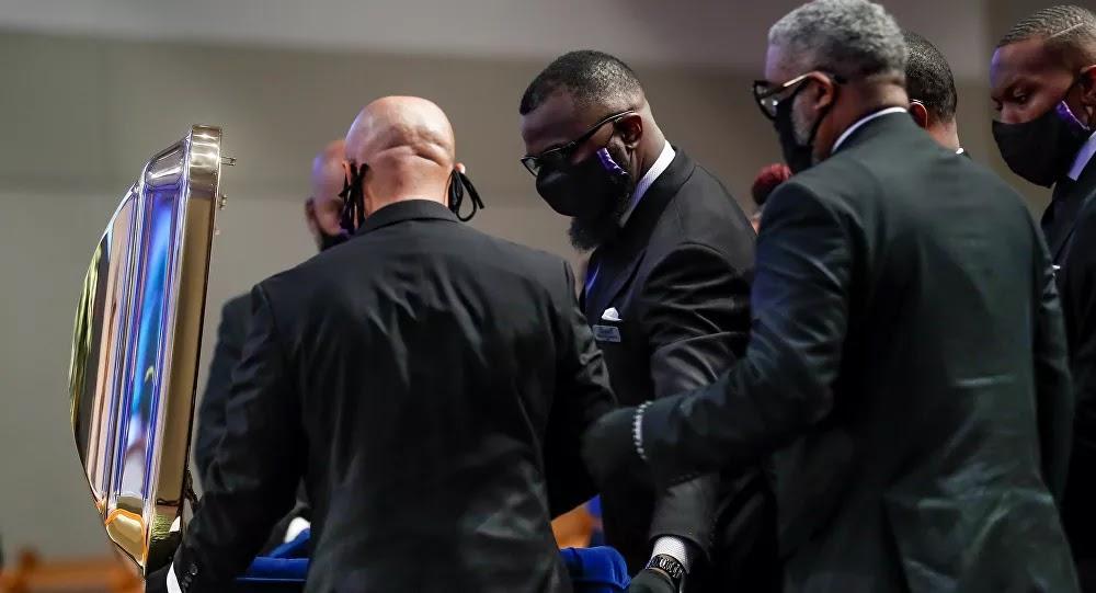 إسقاط تهمة عن الضابط المتهم بقتل جورج فلويد