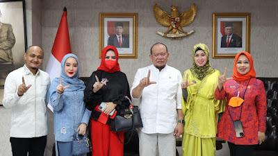 Ketua DPD RI Ajak Artis Berkontribusi untuk Perekonomian Daerah