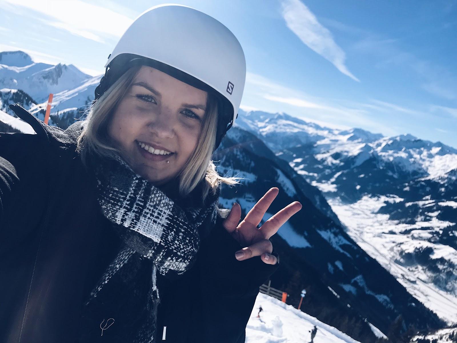 Wir verbrachten einen traumhaften Skitag in Dorfgastein bei den Dorfgasteiner Bergbahnen und konnten das komplette Feeling von Sonne, herrlicher Aussicht und Schnee in vollen Zügen genießen. Das Skigebiet erschließt sich über das Großarltal und Dorfgastein und bietet sehr viele Skipisten für Skifahrer und Snowboarder. Ein tolles Skigebiet in Salzburg im schönen Österreich.