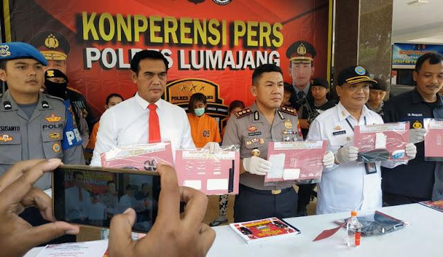 Kapolres Lumajang saat memimpin press release