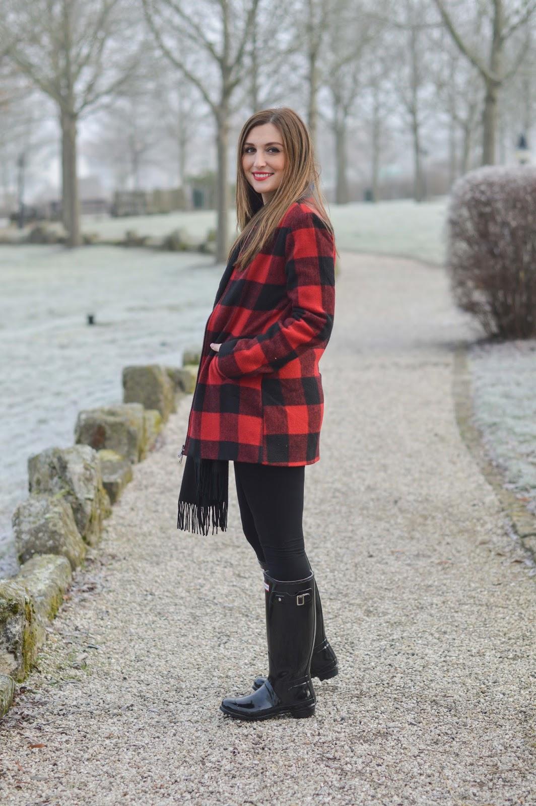 Karo in Rot-Schwarz - Schwarze Hunter boots - schwarze hunter gummiestiefel - frankfurt fashionblogger - fashionblogger aus frankfurt - deutsche modeblogger - fashionblogger aus deutschland - fashionblogge rmit hunter stiefeln
