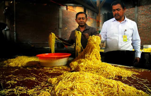 Mie Berformalin di Pasaran Kembali Beredar di Pasaran, Kenali Ciri-cirinya