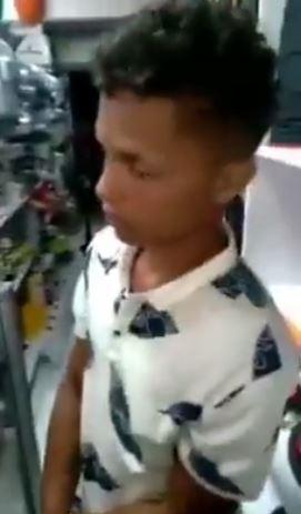 Dos jóvenes venezolanos ajusticiados en Colombia y con un cartel que los acusa de ladrones