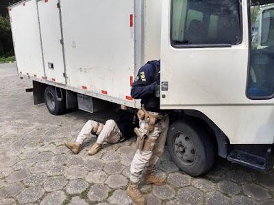 PRF apreende caminhão com adulterações em Juquiá