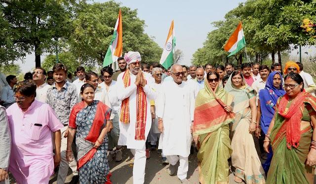 सरदार पटेल जयंती पर पूरी हुई केन्द्रीय मंत्री प्रहलाद पटैल की 250 किमी की पदयात्रा.. बांसा से दमोह तक पदयात्रा में शामिल होने व स्वागत करने जवरजस्त उत्साह.. दोनों बेटियों तथा बेटे ने भी सहभागिता दर्ज कराई..