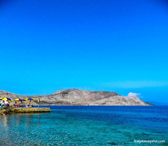 Praia de Nos, na ilha grega de Sými, no Dodecaneso