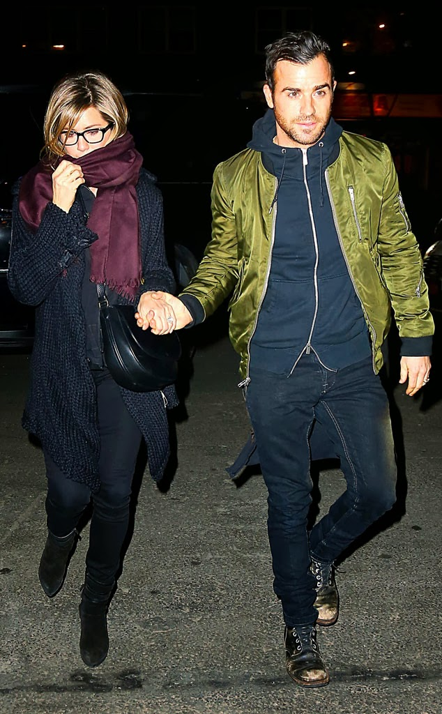 Showbizplus Jennifer Aniston And Justin Theroux Hold border=