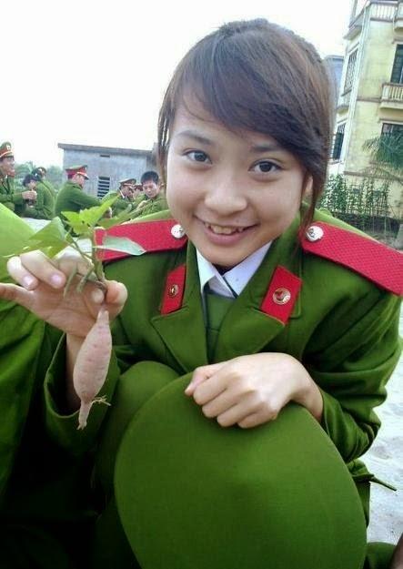 girl xinh cong an