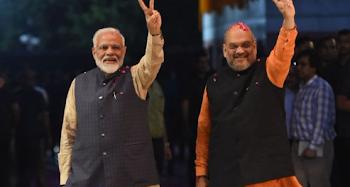 भाजपा अध्यक्ष अमित शाह ने गृहमंत्री का पद संभालते ही जम्मू कश्मीर के राज्यपाल सत्यपाल मलिक को मिलने के लिए बुलाया