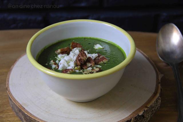 soupe , épinards , poireaux , céleri , soupe velouté , crème de soja