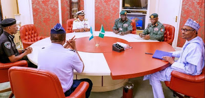 Buhari Meets Security Chiefs Behind Closed Doors