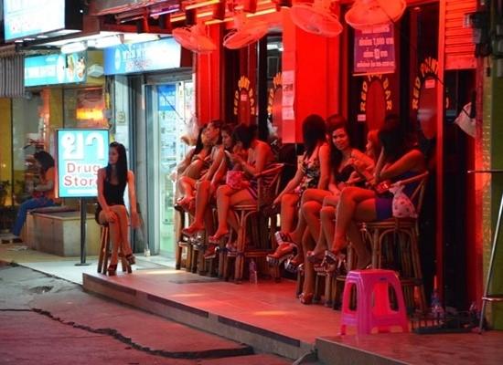 """Mở """"Phố đèn đỏ"""" ở Đà Nẵng, liệu có nên đánh thuế tiêu dùng với các hoạt động """"mua bán dâm""""?"""