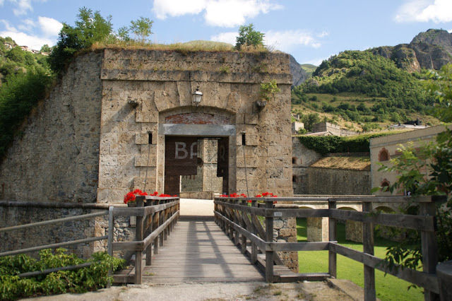 Una delle porte di accesso al Forte Albertino