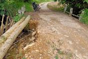 Warga Dusun Pato'k Minta Dinas Terkait di Bengkayang perbaiki Jembatan Sungai Sama'a