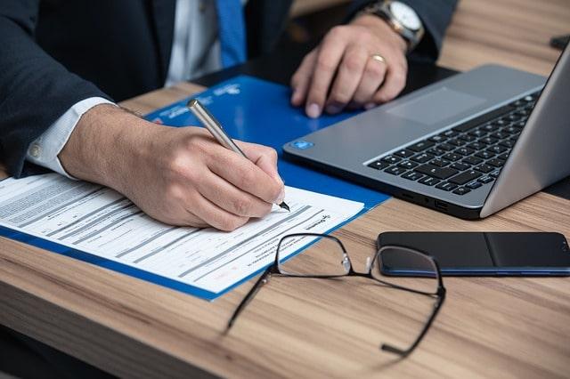 Prinsip Kehati-hatian Dalam Memilih Konsultan Hukum-min