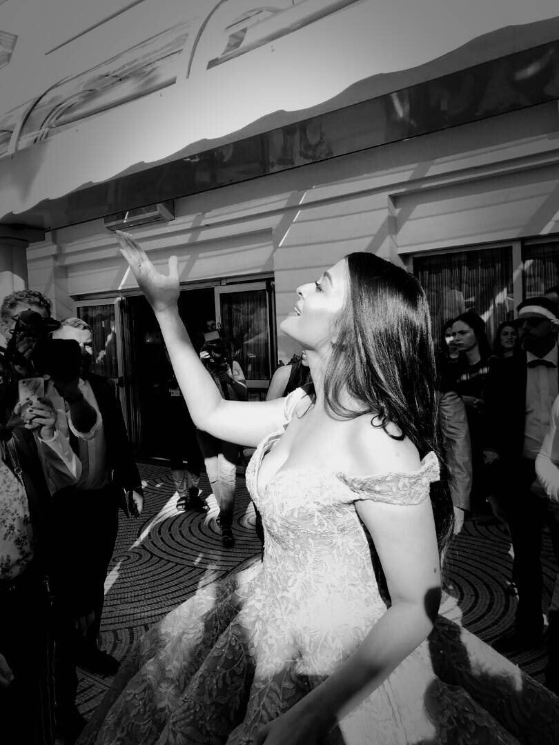 Aishwarya Rai At Cannes Film Festival 2017 Day 1 Stills