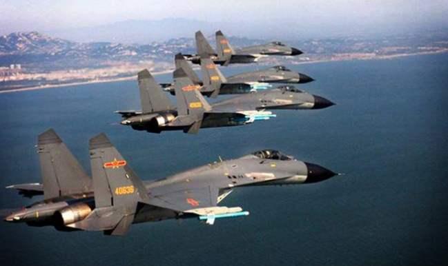 Aksi manuver pesawat jet tempur china di Laut China Selatan