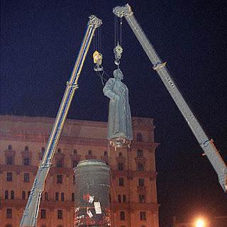Как правильно восстановить Дзержинского на Лубянской площади