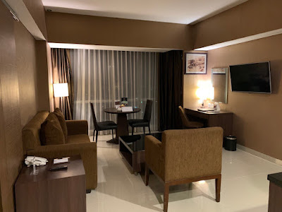 Connecting suite, living area