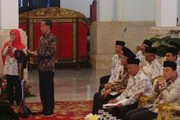 Dengar Gaji Guru Sebulan Rp300 Ribu, Jokowi: Dalam Hati Saya Tidak Percaya
